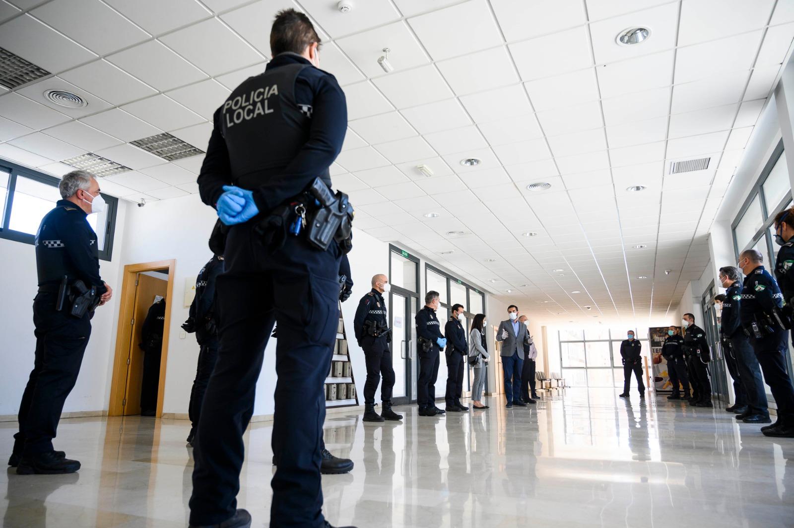 Doce nuevos policías locales