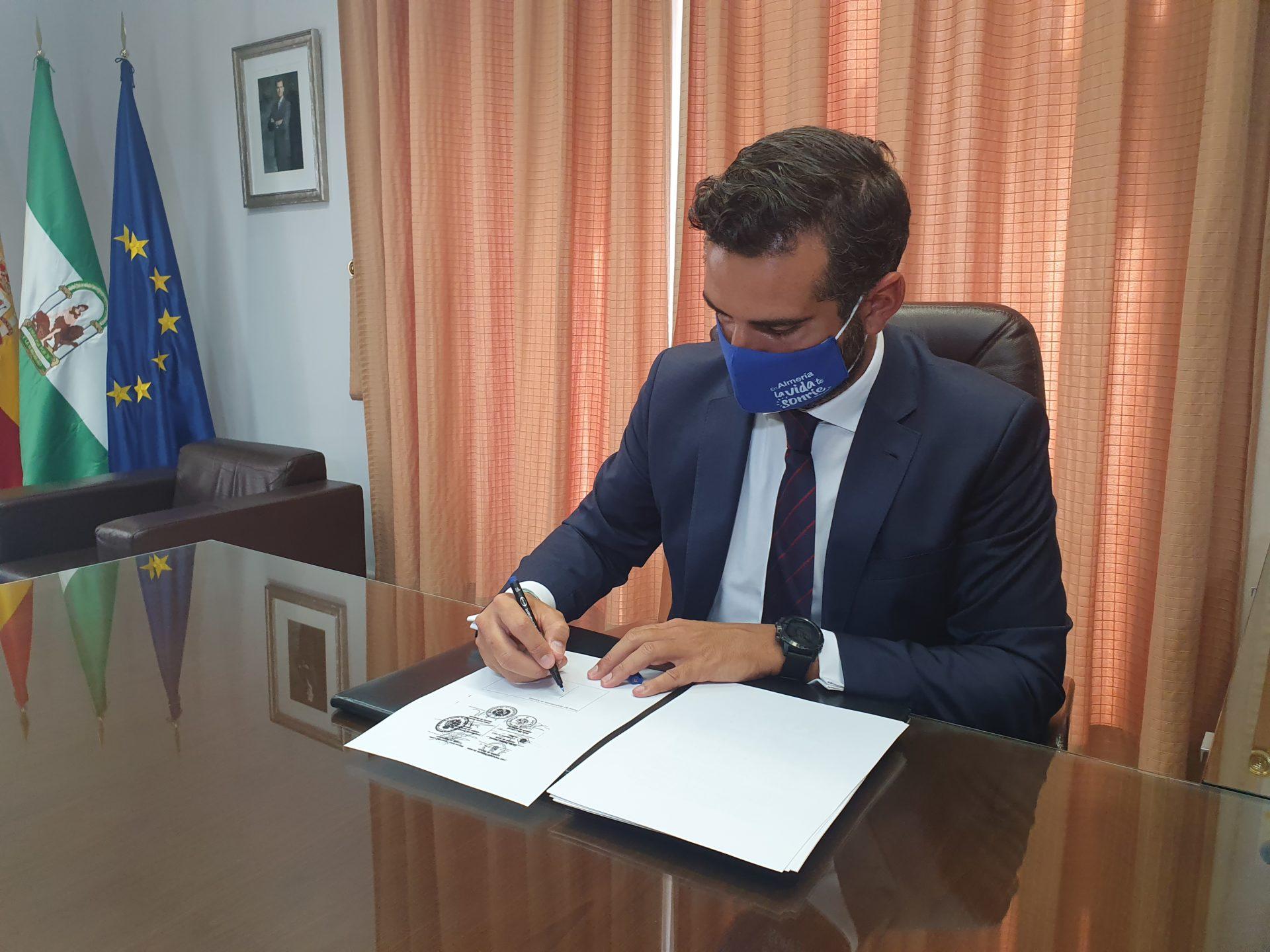 El alcalde de Almería sigue dando guerra contra la incautación