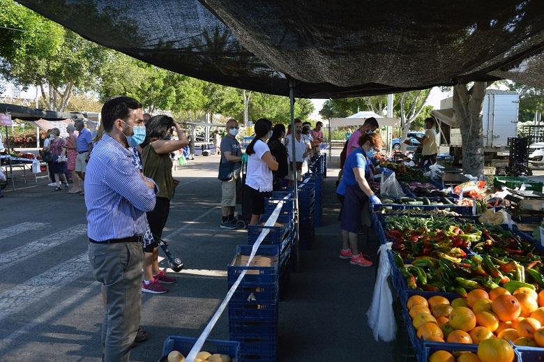 El Ayuntamiento de Almería rebaja la tasa de mercadillos un 30%