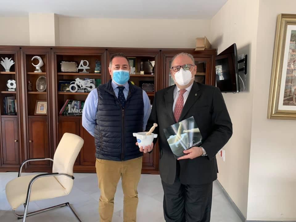El Gerente del SAS, Miguel Ángel Guzmán, visita Macael en materia de mejora de la sanidad en el municipio