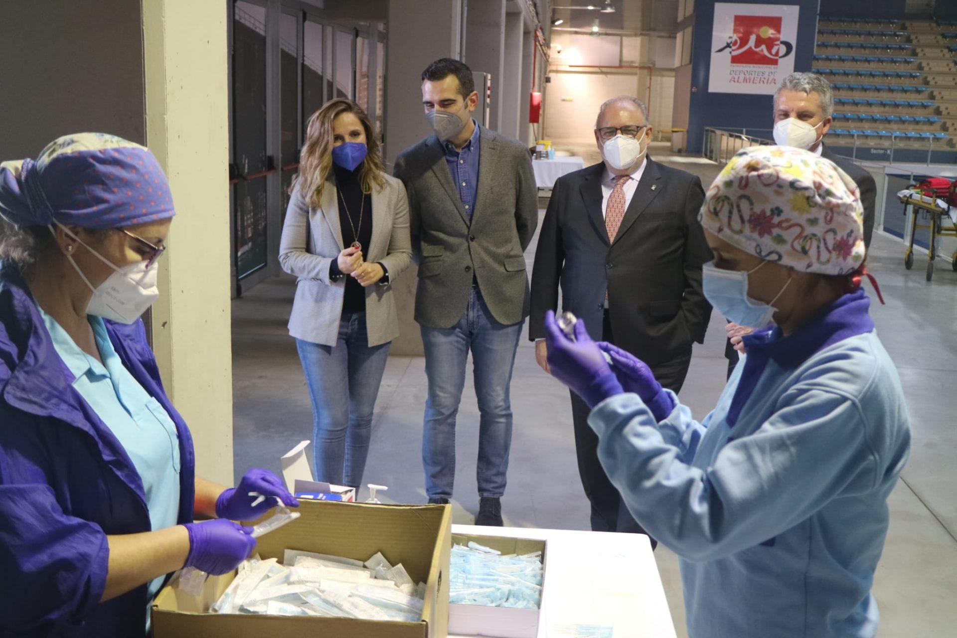 Salud inicia la vacunación contra el Covid-19 en el Palacio de los Juegos Mediterráneos