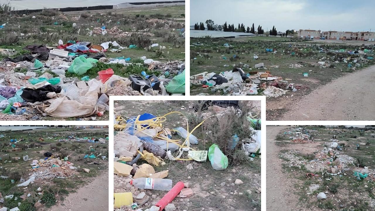 Los campos y cunetas de Níjar, hechos una pocilga y el ayuntamiento