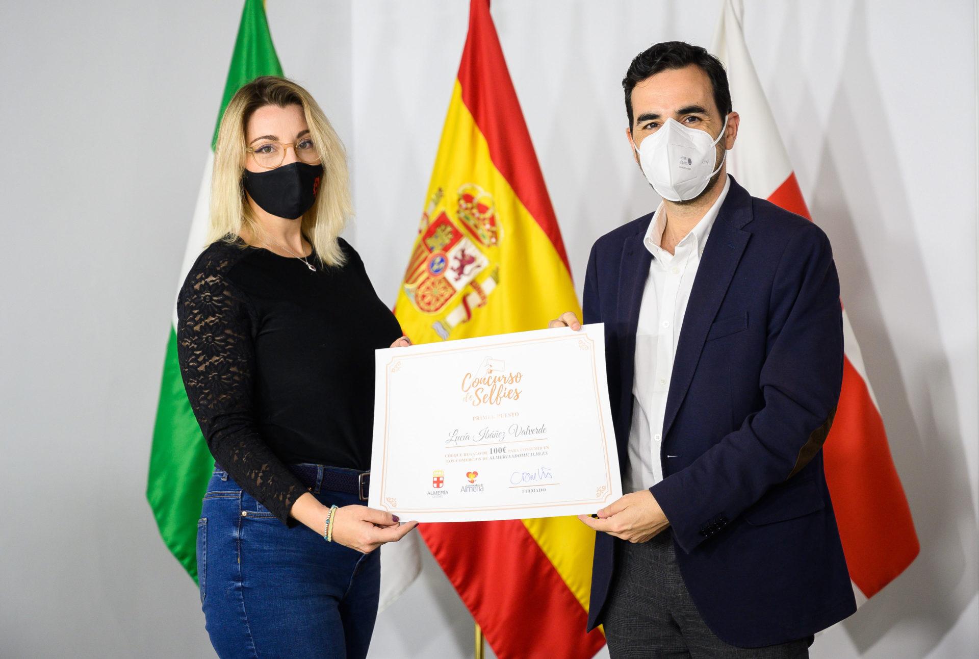 Lucía Ibáñez gana el 'Concurso de Selfies de Semana Santa' del Área de Promoción