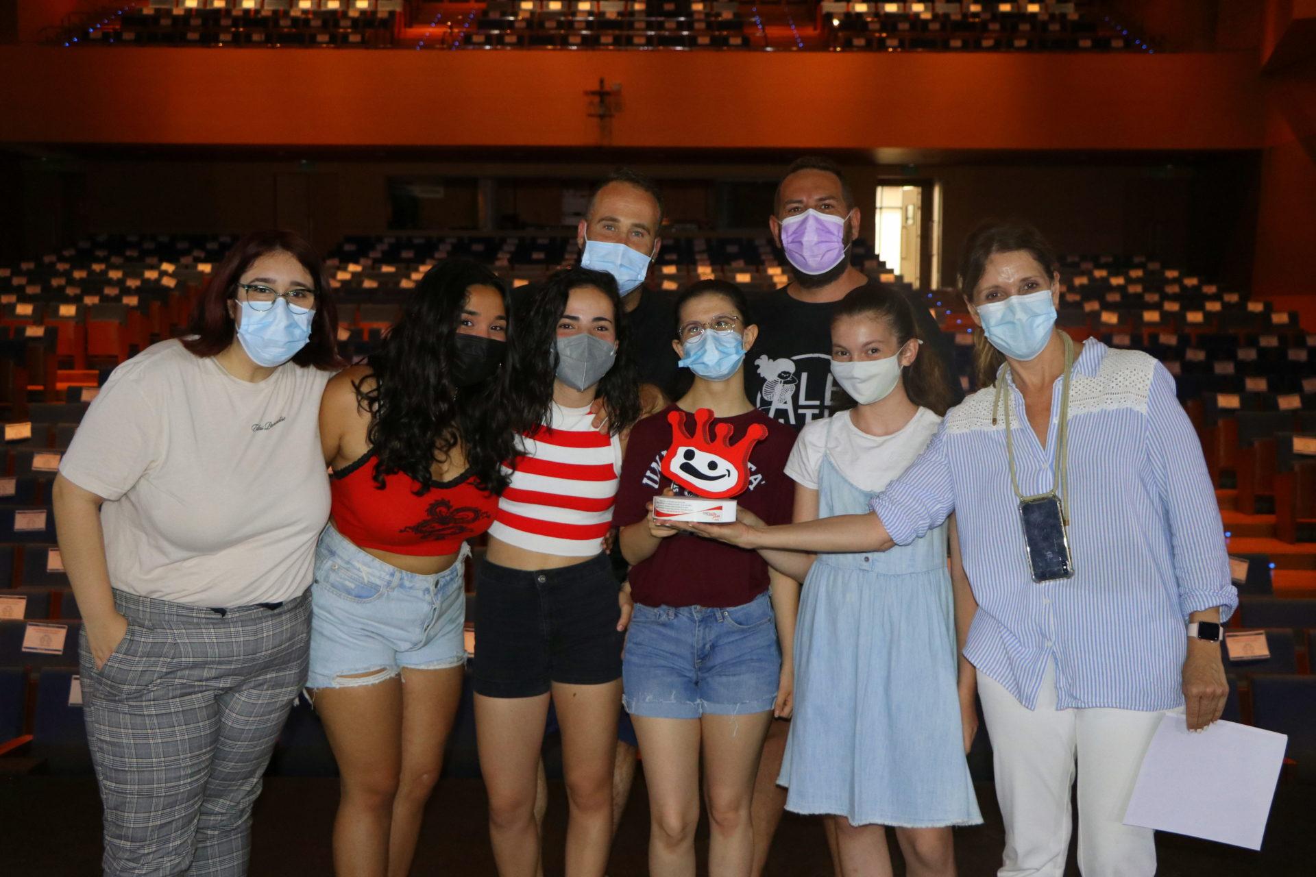 Los Talleres Municipales de Teatro vuelven a estar de enhorabuena, y es que el grupo 'Clandestino' ha logrado hacerse con una distinción en la XVIII edición de los Premios Buero de Teatro Joven de Andalucía en la categoría no escolar.