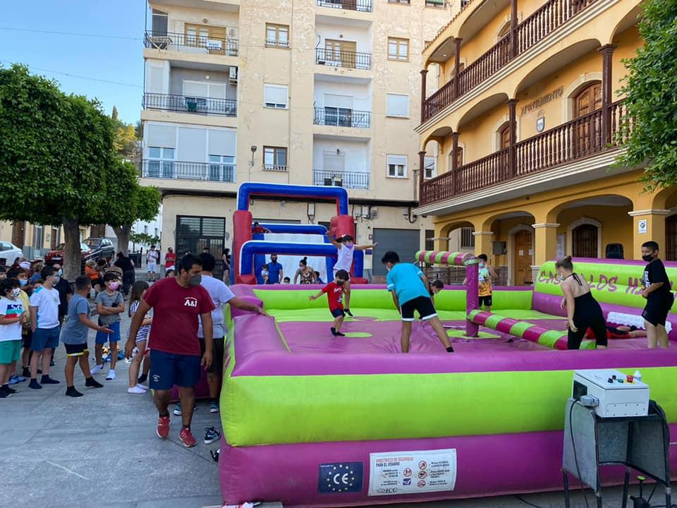 El Ayuntamiento de Gádor organiza un Parque de hinchables en la plaza