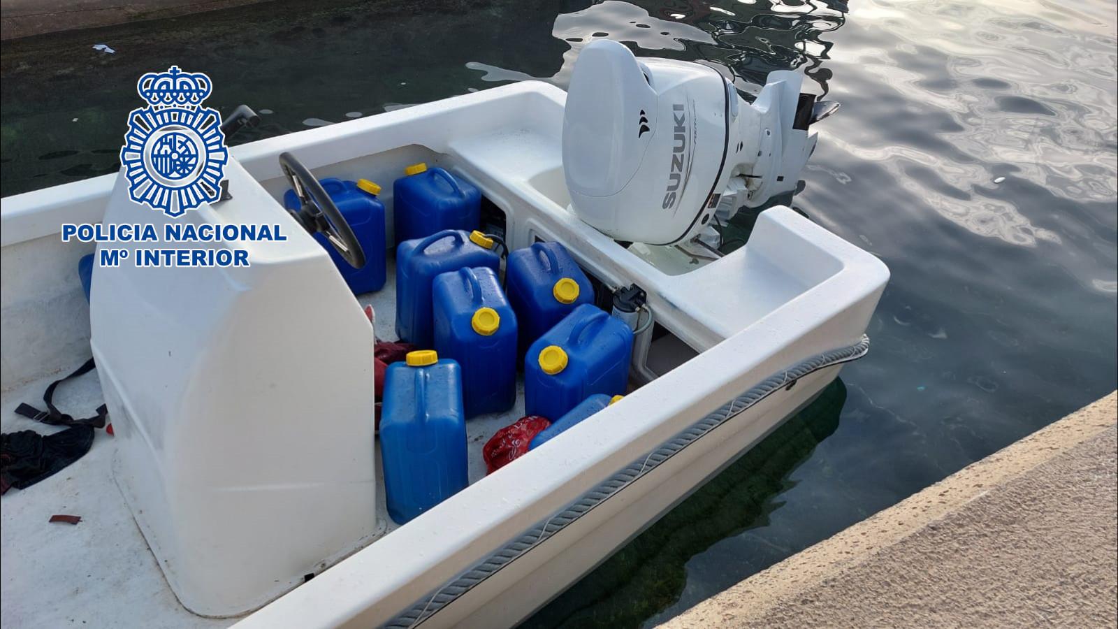 Detenidas tres personas por gobernar sendas embarcación hasta las costas almerienses con 28 ciudadanos argelinos a bordo