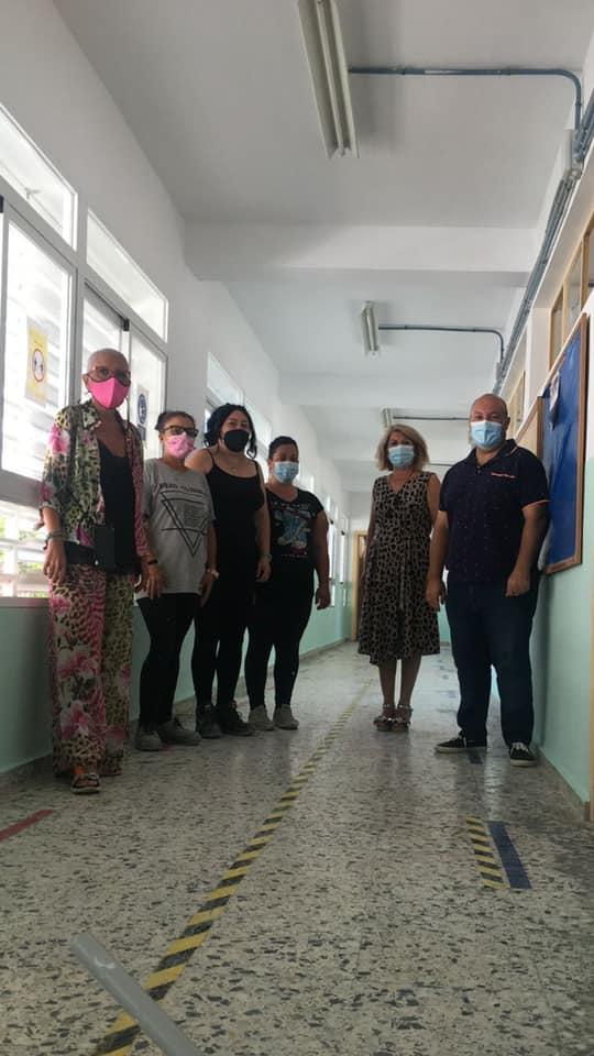 El PFEA realiza trabajos de pintura y mantenimiento en el colegio de Gádor