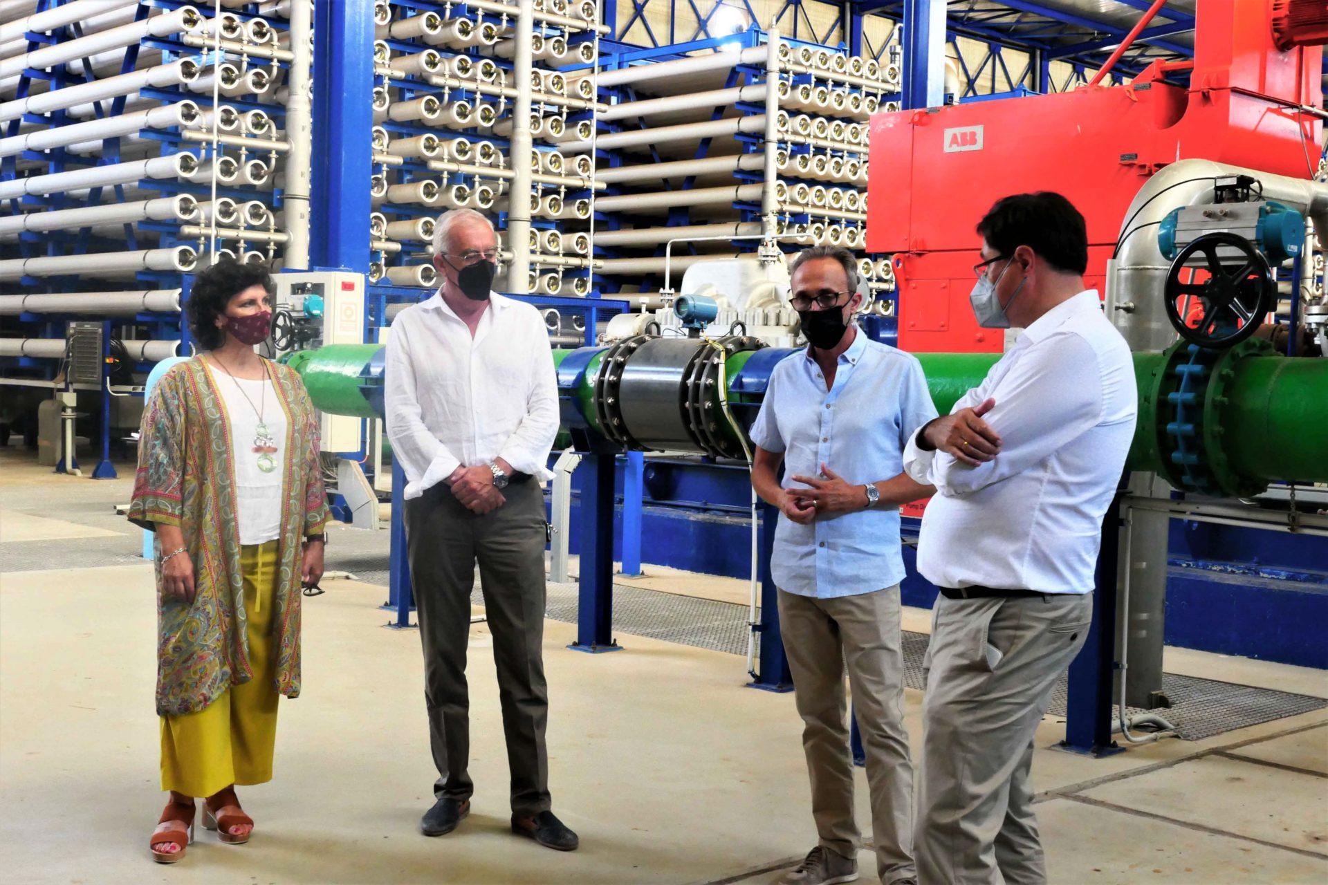 Diputación y ASEMPAL resaltan la apuesta sostenible del agua de la desaladora Mar de Alborán