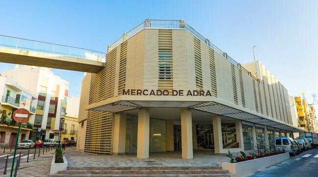 El Mercado de Adra crecerá con seis bares y cuatro puestos más