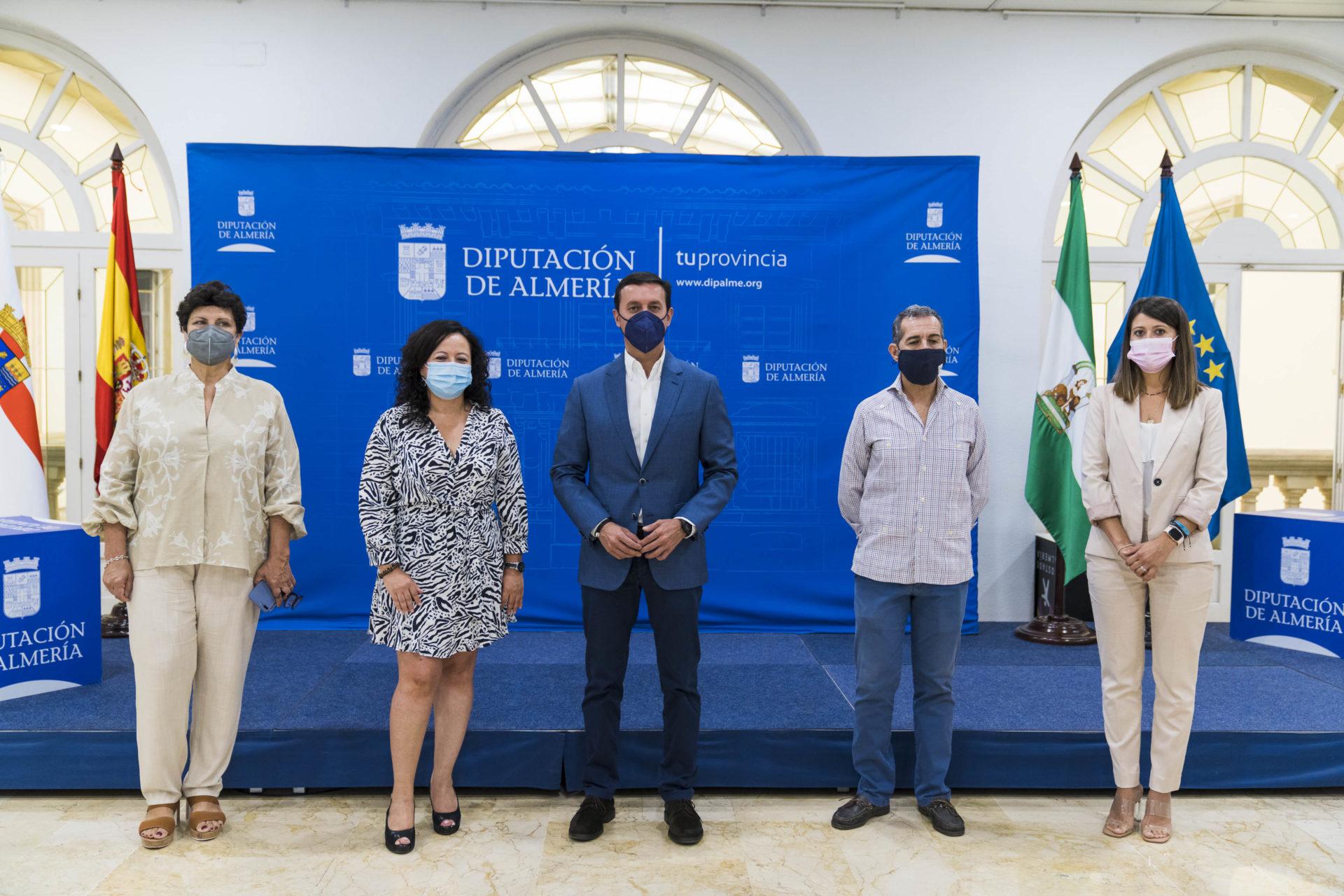 Diputación y los graduados sociales sellan una alianza pionera en España para asesorar a personas sin recursos