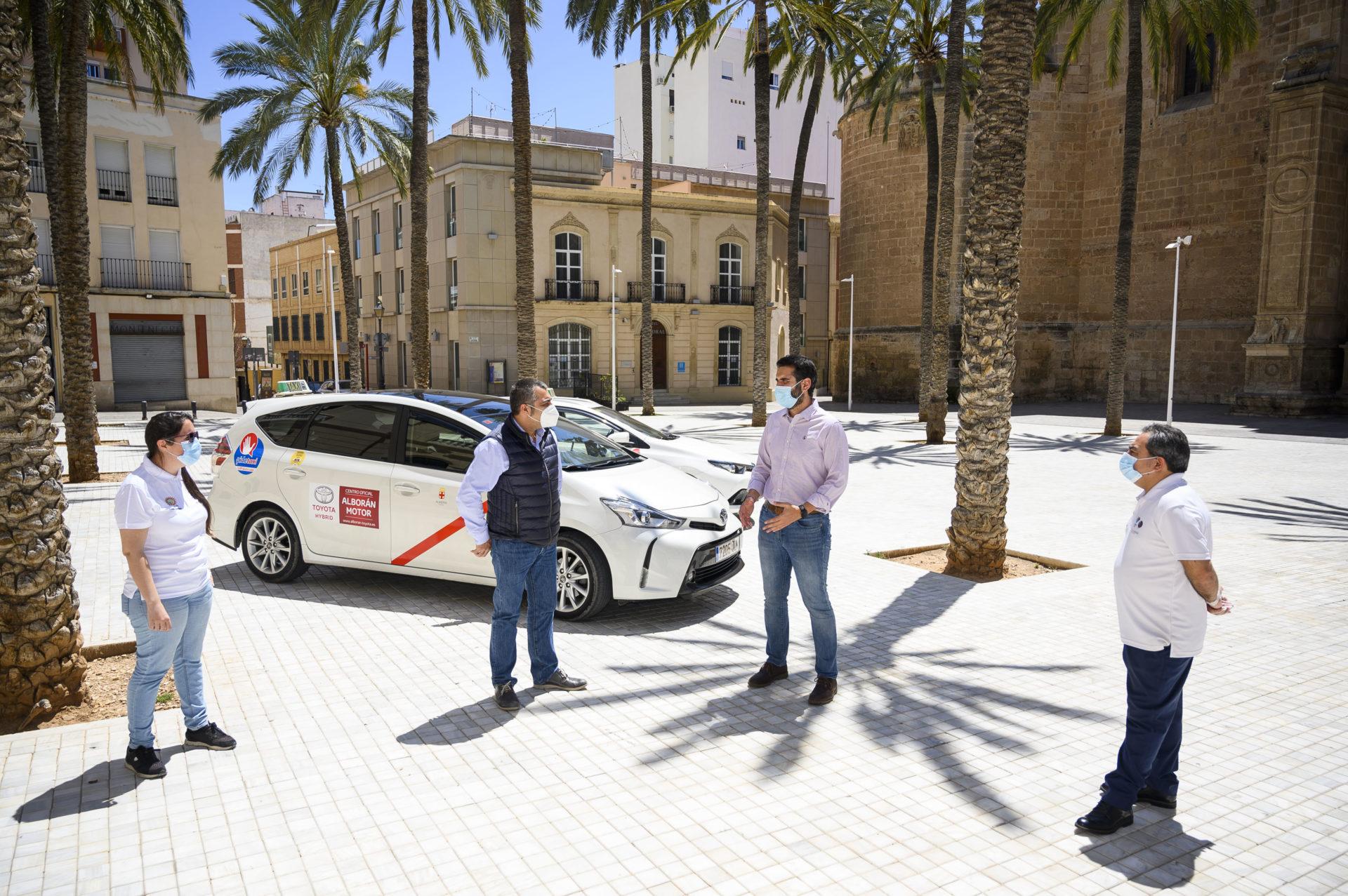 Ayuntamiento y Junta ultiman un convenio para reforzar las inspecciones y acabar con los taxis ilegales