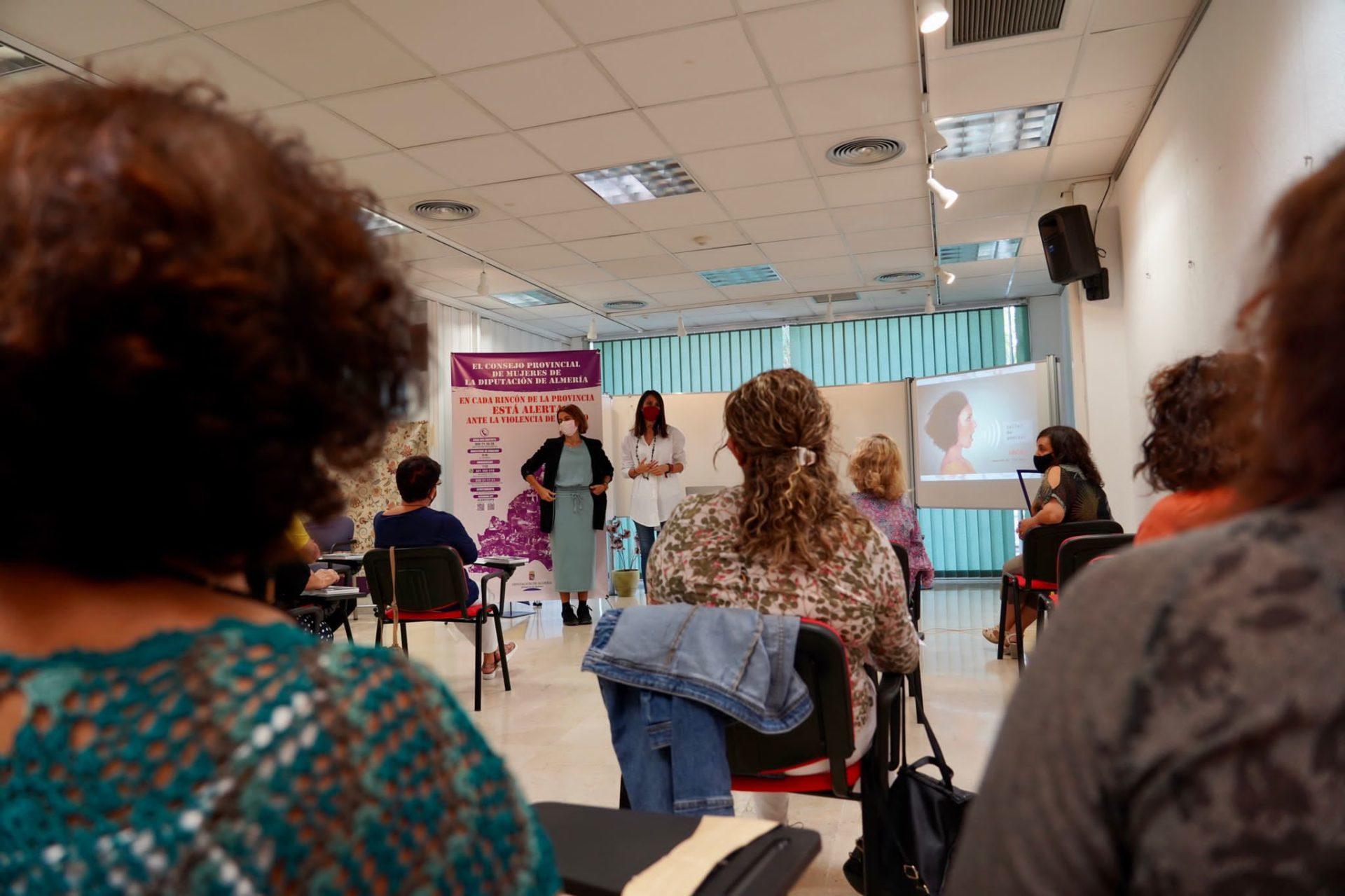 Diputación inicia los actos del Día de la Mujer Rural con talleres de Podcast a las asociaciones del Consejo